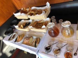 petit dejeuner hotel bellevue caravelle marseille