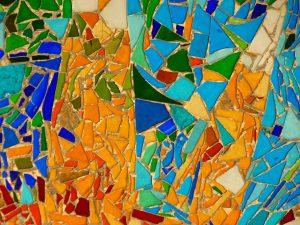 Lors de votre visite à Marseille, découvrez le banc de la Corniche avec ces mosaïques